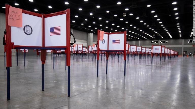 昨年の大統領選や米国の選挙制度に関する世論調査をCNNが実施した/Brett Carlsen/Getty Images