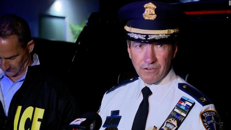 銃撃事件について説明するプロビデンス署のヒュー・クレメント署長/WJAR