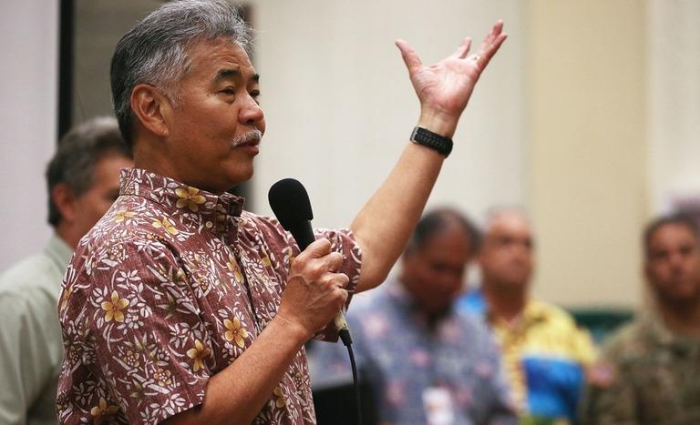 米ハワイ州のイゲ知事。マスク着用の義務化を維持すると表明した/Mario Tama/Getty Images