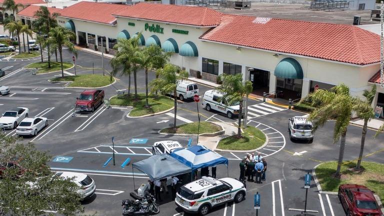 米フロリダ州のスーパーマーケットで銃撃があり、1歳の男の子と祖母が死亡した/Greg Lovett/palmbeachpost.com/Imagn Content Services, LLC