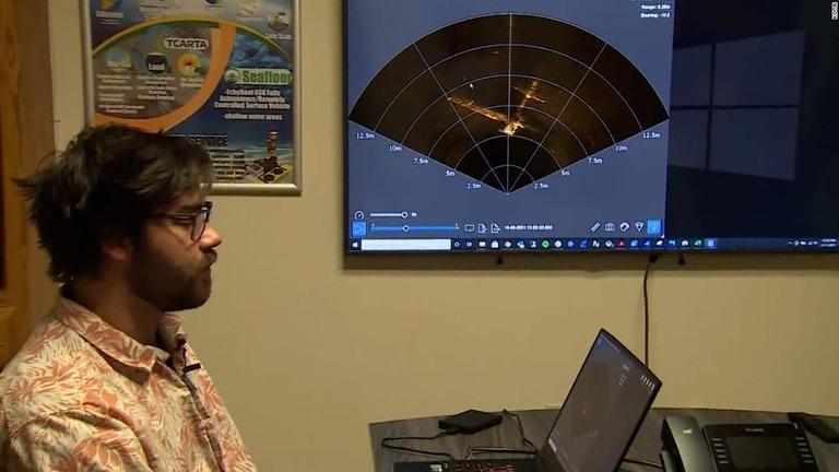 ソナー画像を表示するシーフロア・システムズの環境技術者ジェフ・ライリー氏/KOVR