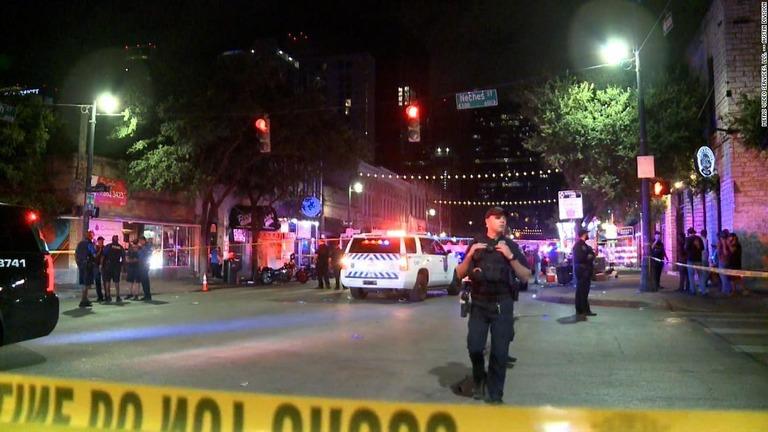 米テキサス州オースティンで起きた銃乱射事件で、負傷者の1人が死亡した/Metro Video Services, LLC. -- Austin Division