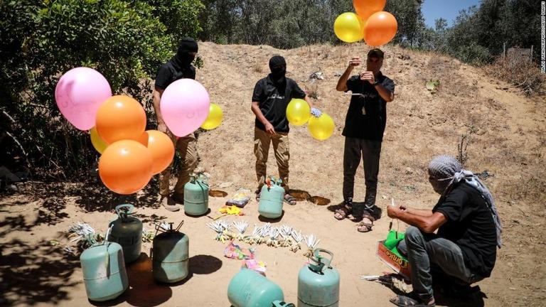 ガザから飛ぶ「風船爆弾」とは? イスラエルとハマスの新たな火種を解説