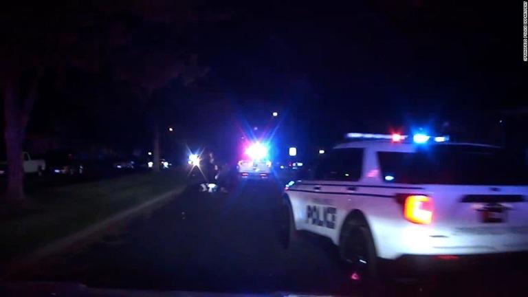 銃撃で路上に倒れた男性、パトカーにひかれ病院で死亡 米