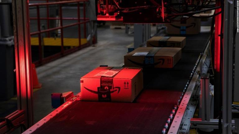 CPSCは米アマゾンに対し欠陥商品の販売停止や消費者へのリコールについての通知などを求めている/Bess Adler/Bloomberg/Getty Images