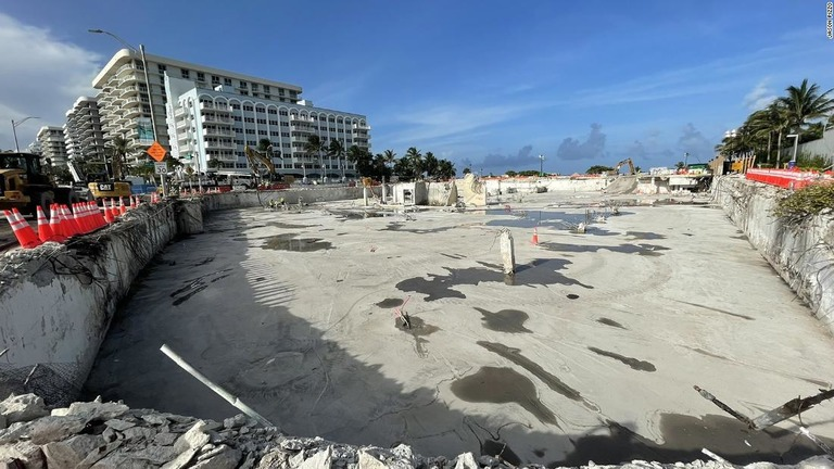 崩落した集合住宅の跡地の画像。今月20日に共有された/Jason Pizzo