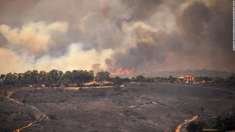 欧州南部の各地で山火事、サルデーニャ島は「前例ない災害」