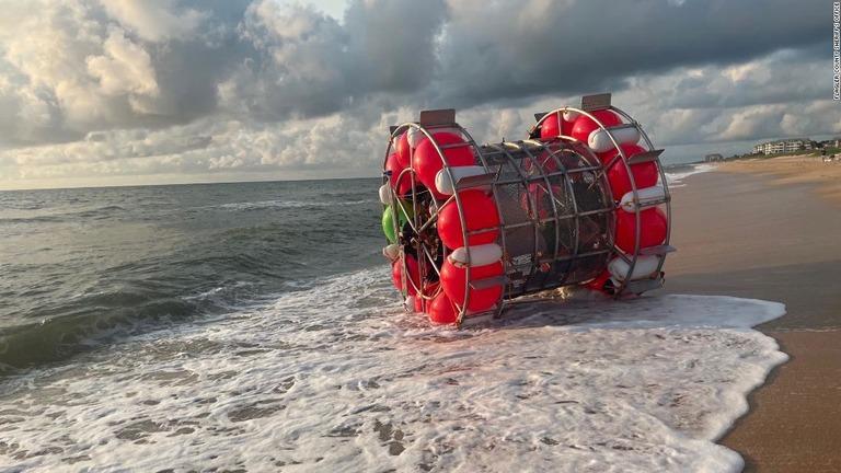 巨大な回し車で海上を「歩く」旅、1日で断念 米男性