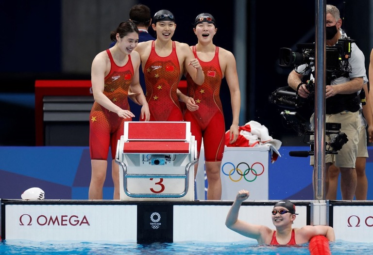 中国チームが世界新で金、競泳女子800mリレー