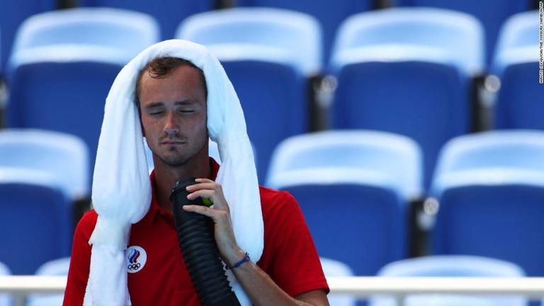 「死んだら責任を取るのか」、高温多湿でメドベージェフが質問 五輪テニス