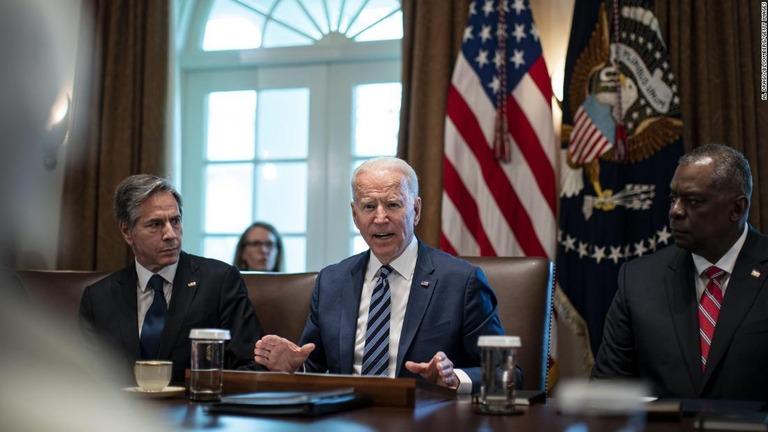 バイデン氏、延期論退けアフガン完全撤退に固守 米軍への不信も
