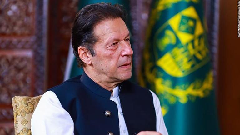 パキスタンのカーン首相、人権問題でタリバンに「時間与えるべき」