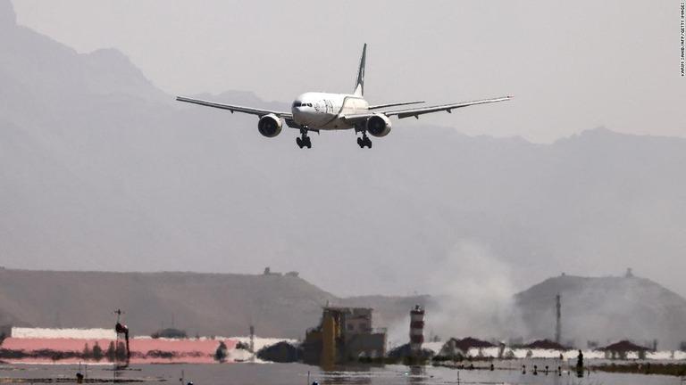 パキスタン航空がアフガン行き旅客便運航、米軍撤収後で初