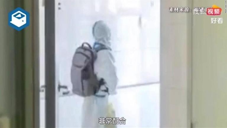4歳児が親と別れて隔離、中国のゼロ・コロナ政策で人々が払う犠牲
